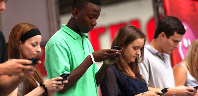 Social media linked to lower grades in school
